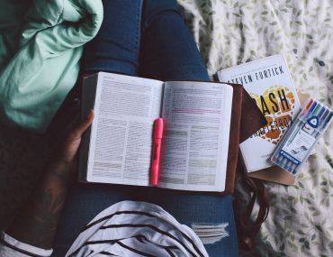 Best Motivational Books for Travelers www.taylorstracks.com