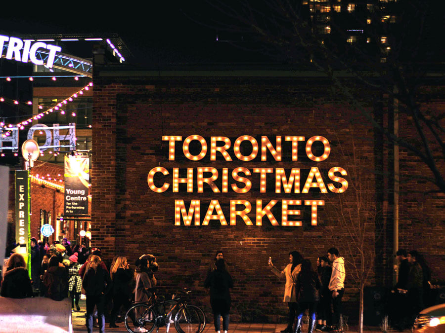 Christmas in Toronto | Toronto market | Toronto Christmas activities | Toronto holidays | Toronto Christmas tree | Toronto Christmas events | Things to do in Toronto | Free things to do in Toronto |