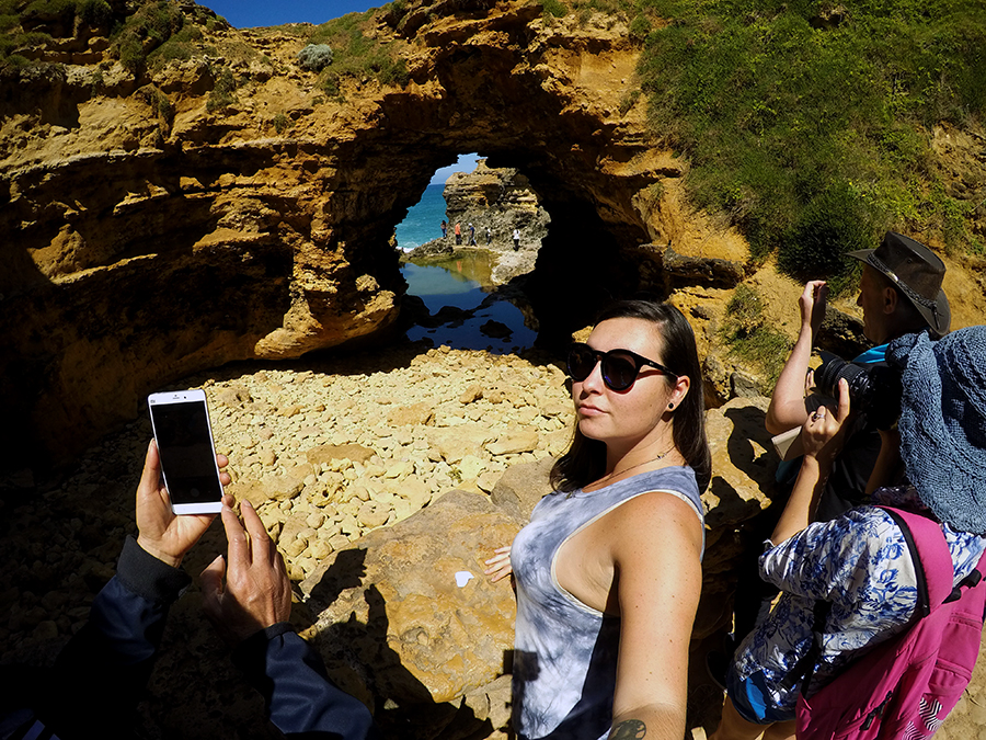 The Grotto tourists Great Ocean Road www.taylorstracks.com