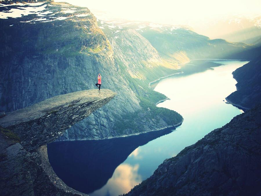 8 Best Travel Yoga Mats & Tips for Choosing the Best Travel Mat